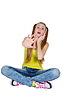 ID 3780598 | Mädchen im gelben T-Shirt und blaue Jeans | Foto mit hoher Auflösung | CLIPARTO