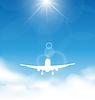 Blauer Himmel und Wolken mit fliegenden Flugzeug