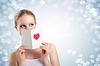 ID 3908693 | Schöne junge Frau mit Valentine Postkarte | Foto mit hoher Auflösung | CLIPARTO