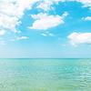 Azurblauen Farbe Meer und bewölkten Himmel | Stock Foto