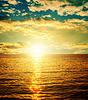 Gute Sonnenuntergang über orange Wasser | Stock Foto