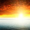 Roten Sonnenuntergang und dunkle Meer | Stock Foto