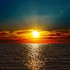 Red dramatischen Sonnenuntergang über Meer verdunkeln | Stock Foto