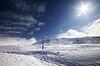 ID 3867995 | Ski slope, gondola lift and blue sky with sun | Foto stockowe wysokiej rozdzielczości | KLIPARTO