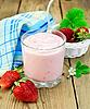 ID 3840260 | Milchshake mit Erdbeeren in weißen Korb | Foto mit hoher Auflösung | CLIPARTO