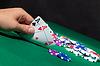 Bunte Poker-Chips und zwei Ace | Stock Foto