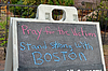 BOSTON - APR 20: Módlcie się za ofiary jak tekst w pobliżu | Stock Foto