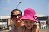 Happy sechs Jahre alten Kind mit ihrer Mutter | Stock Foto