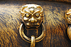 Ancient Bronze Löwen als Griff der Mehrwertsteuer | Stock Foto