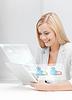 ID 3932079 | Geschäftsfrau Blick auf Tablet-PC | Foto mit hoher Auflösung | CLIPARTO
