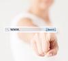Weibliche Hand drücken Schaltfläche Suchen | Stock Foto