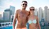 Glückliche Paar in Badebekleidung über dubai Stadt am Wasser | Stock Photo