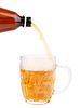 Flasche Bier in Becher gießen | Stock Foto