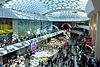 Eine Menge von Menschen beim Einkaufen im Shopping-Center | Stock Foto