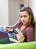 ID 3985447 | Frau, die Zahlung per Kreditkarte im Internet-Shop | Foto mit hoher Auflösung | CLIPARTO