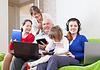 Familie mit Laptops zu Hause | Stock Photo