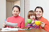 Family fills in utility payments bills | Stock Foto