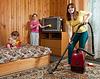 Familie Reinigung im Wohnzimmer | Stock Photo