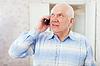 ID 4029019 | Reifer Mann spricht per Telefon | Foto mit hoher Auflösung | CLIPARTO