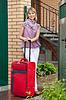 ID 4031891 | Szczęśliwa kobieta z walizką | Foto stockowe wysokiej rozdzielczości | KLIPARTO