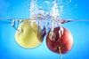 Äpfel im Wasser | Stock Foto