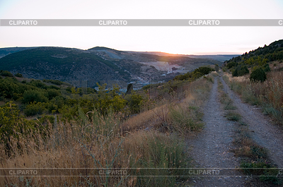 Dirt mountain road | Foto stockowe wysokiej rozdzielczości |ID 3767608