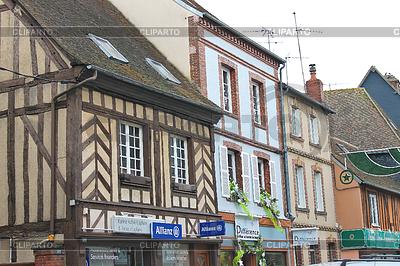 Auf Straßen von Verneuil-sur-Avre. Frankreich | Foto mit hoher Auflösung |ID 3740048