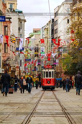 Old-fashioned roten Straßenbahn auf der Straße von Istanbul | Foto mit hoher Auflösung |ID 3913908