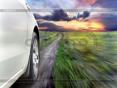 View of front of silver car while driving fast | Foto stockowe wysokiej rozdzielczości |ID 3987028