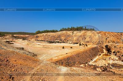 빈 댐 지구 댐 벽 | 높은 해상도 사진 |ID 3884619