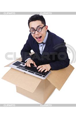 Śmieszne komputerowym maniakiem siedzi w oknie | Foto stockowe wysokiej rozdzielczości |ID 3939405
