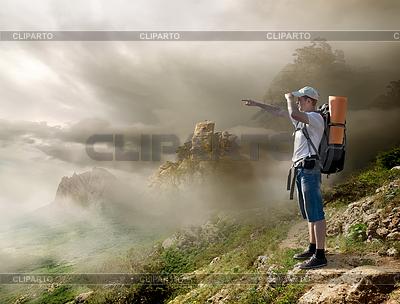 Турист с рюкзаком | Фото большого размера |ID 3899605