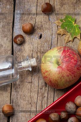 Autumn apples and hazelnuts | Foto stockowe wysokiej rozdzielczości |ID 3924859