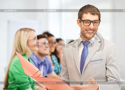 Учитель показывает то мнимой на доске