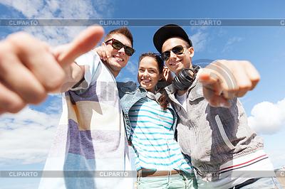 Gruppe von Jugendlichen | Foto mit hoher Auflösung |ID 3935568