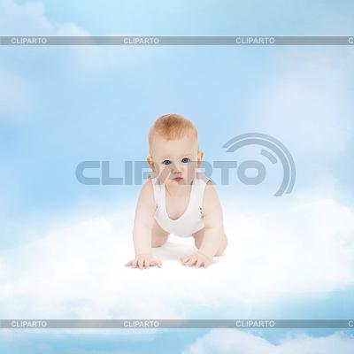 Улыбающийся ребенок, сидя на облаке | Фото большого размера |ID 3935656