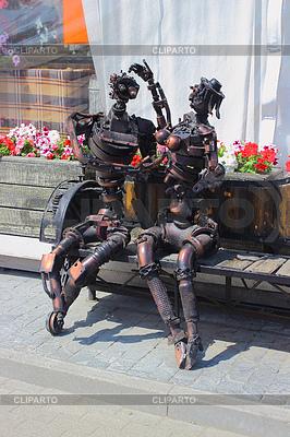 Roboty żelaza i guy dziewczyna w miłości | Foto stockowe wysokiej rozdzielczości |ID 3782880