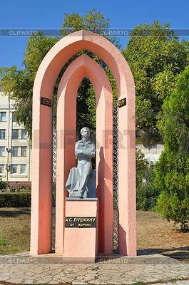 Pomnik słynnego rosyjskiego poety Aleksandra | Foto stockowe wysokiej rozdzielczości |ID 3808359