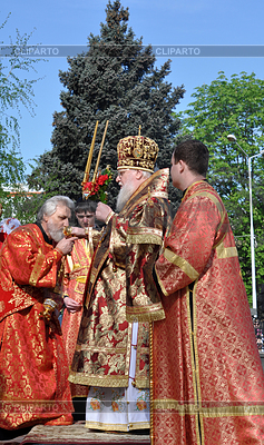 Metropolitan Isidor im Gebet | Foto mit hoher Auflösung |ID 3808679