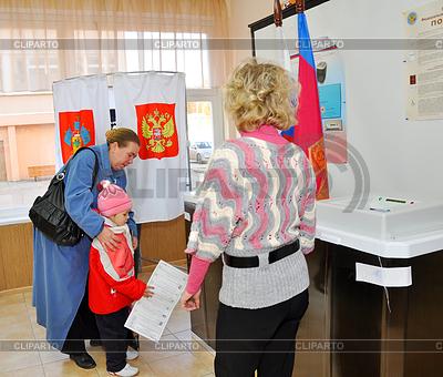 Umfragen bei den Wahlen in die Staatsduma der Russischen | Foto mit hoher Auflösung |ID 3812099
