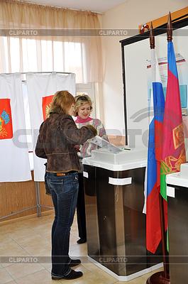 Umfragen bei den Wahlen in die Staatsduma der Russischen | Foto mit hoher Auflösung |ID 3812109