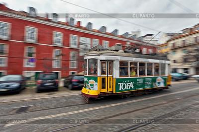 Tram passing through Lisbon streets | Foto stockowe wysokiej rozdzielczości |ID 3940353
