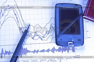 PDA i pióro na wykresie giełdowym | Foto stockowe wysokiej rozdzielczości |ID 3867318