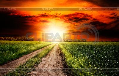 Драматические закат над сельский пейзаж | Фото большого размера |ID 3913919