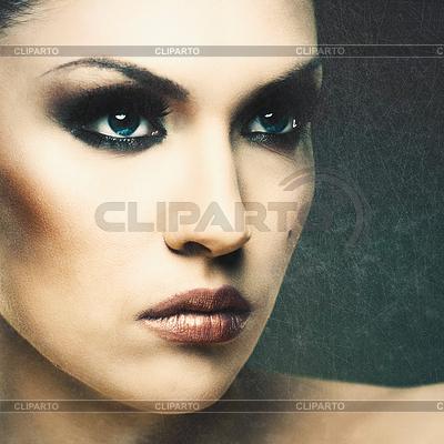Erwachsene schöne Frau stilvollen Portrait. Die Struktur der Haut | Foto mit hoher Auflösung |ID 3915020