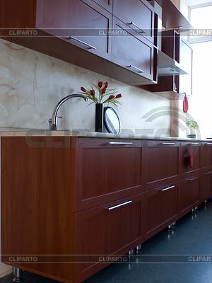 Neue Küchenmöbel. Küche Schrank und Tisch | Foto mit hoher Auflösung |ID 3995359