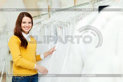 Невеста в магазин свадебной моды   Фото большого размера   CLIPARTO
