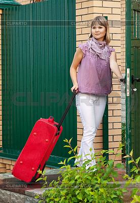 女子与手提箱 | 高分辨率照片 |ID 4003025