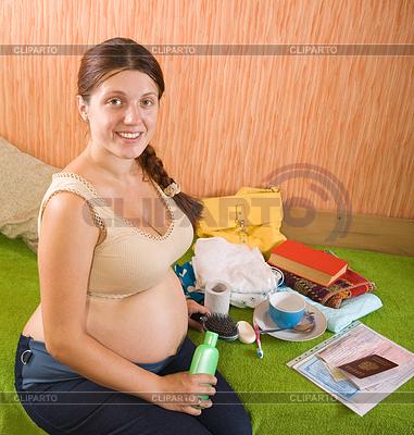Schwangere Frau sich bereit für Geburtsklinik | Foto mit hoher Auflösung |ID 4020189