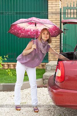 Frau packt ihre Gepäck | Foto mit hoher Auflösung |ID 4031890